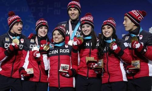 Đội tuyển trượt băng nghệ thuật Canada giành HC vàng đầu tiên cho nước nhà. Ảnh: Reuters.
