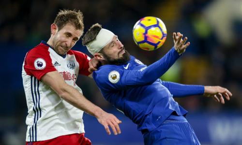 Giroud chơi nỗ lực trong lần đầu đá chính cho Chelsea. Ảnh: REX.