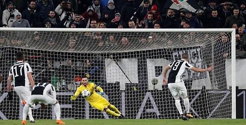 Juventus nhân đôi cách biệt ở phút thứ chín. Ảnh: Reuters.