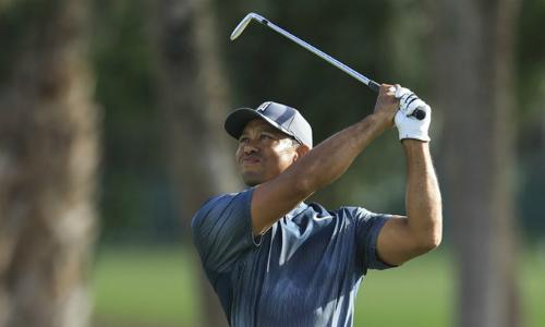 Tiger Woods vẫn chưa cải thiện được cú phát bóng ở vòng một Honda Classic.