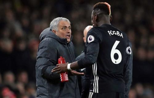 Mourinho dằn mặt Pogba trong văn phòng ở Old Trafford