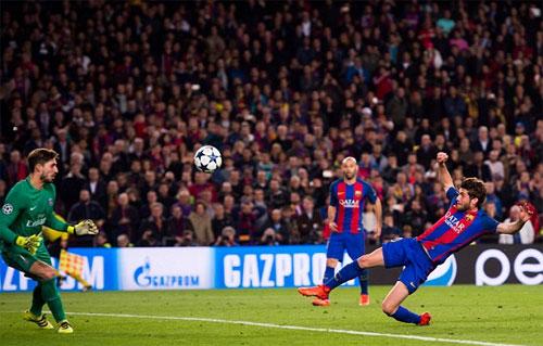 Roberto ghi bàn quyết định vào lưới PSG trong cuộc ngược dòng bất ngờ nhất Champions League. Ảnh: Reuters