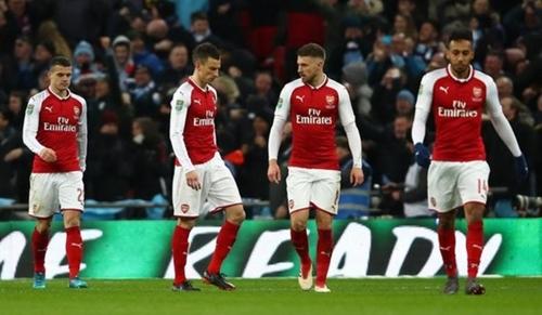 """Wenger: """"Cầu thủ Arsenal mất tập trung ở những lúc quan trọng"""""""
