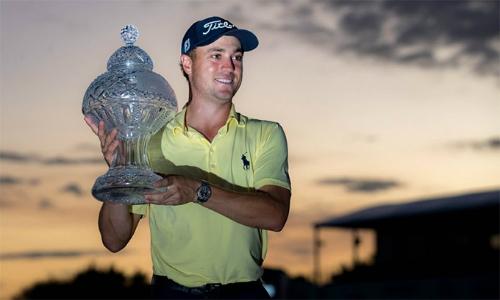 Justin Thomas đoạt danh hiệu PGA Tour thứ tám ở tuổi 24. Anh đã vượt qua bạn thân Jordan Spieth để có vị trí thứ ba trên bảng điểm golf thế giới tuần này.