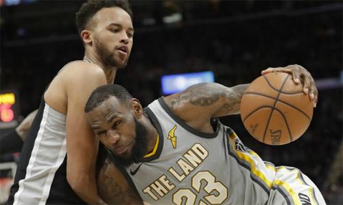 Spurs ngắt mạch bốn trận thua bằng chiến thắng trước Cavaliers