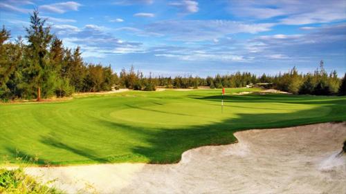 Laguna Lăng Cô được tạp chí Golf Digest (Mỹ) vinh danh là khu nghỉ dưỡng golf tốt nhất Việt Nam 2017.