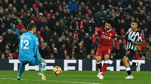 Salah dứt điểm ghi bàn mở tỷ số. Ảnh: PA.