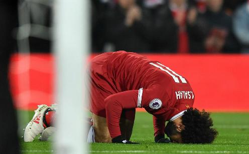 Hình ảnh quen thuộc của Salah sau mỗi bàn thắng: PA.