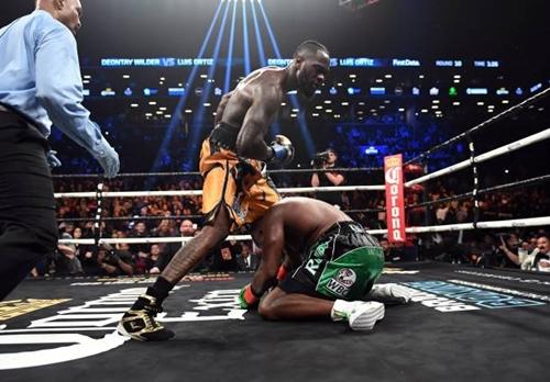 """Wilder hạ knock-out """"King Kong"""", bảo vệ thành công đai WBC"""