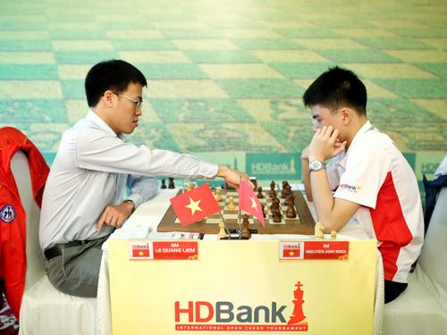 Kỳ Thủ Lê Quang Liêm của Việt Nam- hiện xếp hạng 22 thế giới đấu cùng Kỳ thủ Nguyễn Anh Khôi vô địch thế giới U 10, đương kim vô địch Cờ vua Việt Nam 2016, tại giải HDBank cup