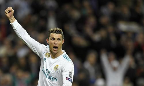 Ronaldo bắt kịp kỷ lục về mạch ghi bàn của Van Nistelrooy