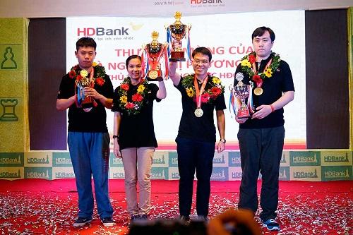Quang Liêm với chức vô địch HDBank 2017 kịch tính. Ảnh: Vietnamchess.
