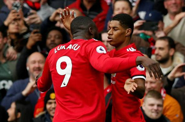 Rashford chia vui với cầu thủ kiến tạo bàn thắng là Lukaku. Ảnh: Reuters.