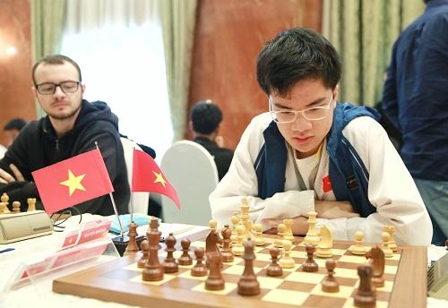 Anh Khôi thắng đàn anh Trần Tuấn Minh ở ván năm. Ảnh: HDBank.