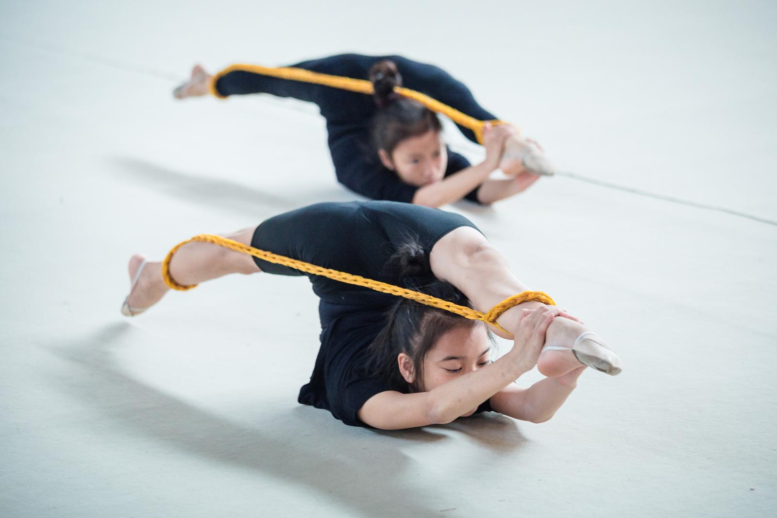 Một buổi tập của đội tuyển nữ thể dục nghệ thuật Hà Nội