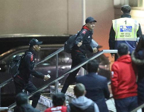 Khách sạn Man Utd trú chân phải đóng cửa để rà bom - ảnh 1