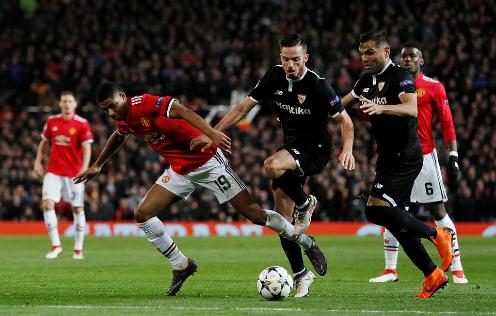 Sevilla đã không cho các tiền đạo Man Utd tiếp cận vòng 16m50. Ảnh: Reuters.
