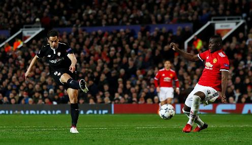 Ben Yedder lập cú đúp vào lưới Man Utd. Ảnh: Reuters.