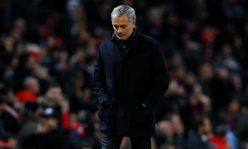 Người hâm mộ đòi sa thải Mourinho sau trận thua Sevilla