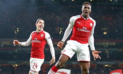 Arsenal dập tắt hy vọng của Milan từ trứng nước, nhờ bàn thắng gây tranh cãi. Ảnh: REX.