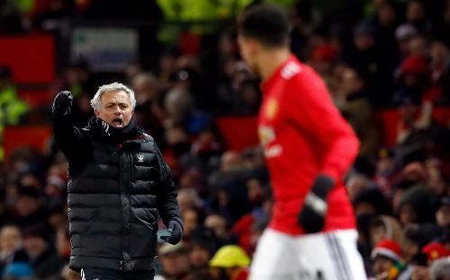 Mourinho: 'Cầu thủ Man Utd thiếu cá tính và đẳng cấp'