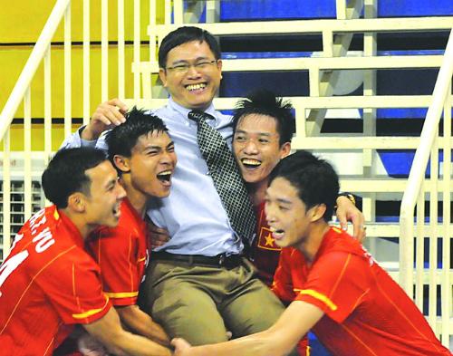 Bầu Tú là người góp công lớn cho sự phát triển của phong trào futsal ở Việt Nam, cũng như âm thầm đầu tư và hỗ trợ cho bóng đá nữ.