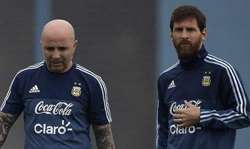 HLV Sampaoli tin Messi có thể đưa Argentina đến thành công ở World Cup 2018. Ảnh: PA.