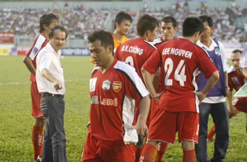 Bầu Đức là người tiên phong trong các trào lưu, cũng như các cột mốc lịch sử của bóng đá Việt Nam. Ảnh: Đức Đồng.