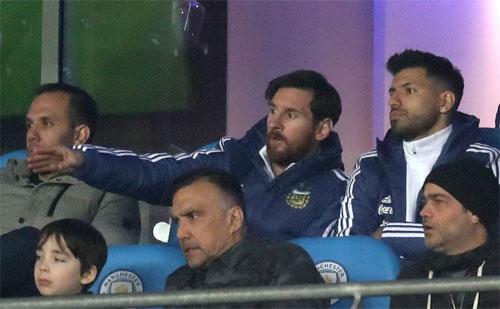 argentina-thang-italy-2-0-trong-ngay-messi-va-aguero-ngoi-ngoai