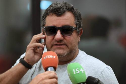 Raiola là một trong những người đại diện cầu thủ quyền lực nhất thế giới. Ảnh: AFP.
