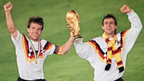 Matthaus (trái) là đội trưởng Tây Đức vô địch World Cup 1990. Ảnh: Reuters.