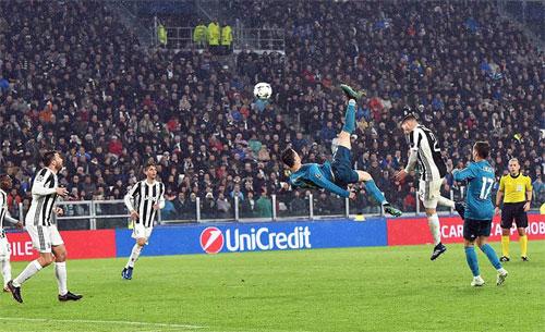 Ronaldo đi vào lịch sử Champions League bằng chuỗi 10 trận lập công