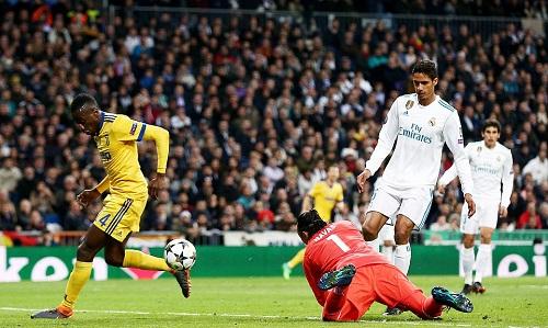 Sai lầm của Navas dẫn đến bàn thua thứ ba của Real. Ảnh: REX.
