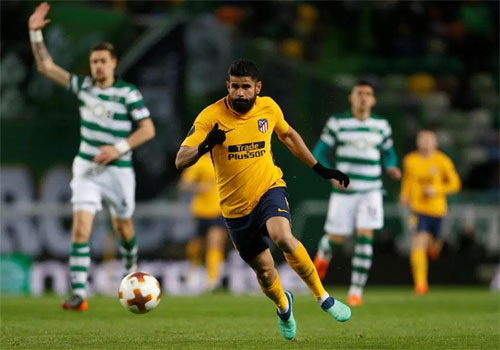 Atletico (áo vàng) thành công trong việc ngăn Sporting ngược dòng. Ảnh: Reuters