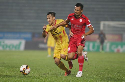 Chiến thắng trước Nam Định giúp TP HCM leo lên vị trí thứ 4.