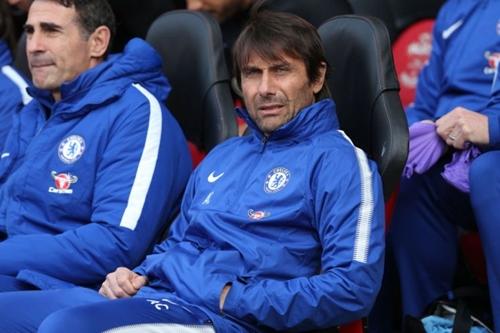 Conte có vẻ đã buông xuôi với sự nghiệp ở Chelsea. Ảnh: Reuters.
