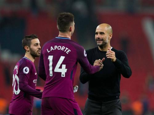 Guardiola chung vui cùng học trò sau trận thắng Tottenham. Ảnh:AFP.