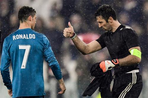 Buffon rất phân minh rõ ràng, đội nhà thua, nhưng không vì thế mà anh không thán phục tài năng của đối thủ bên kia chiến tuyến như Ronaldo.