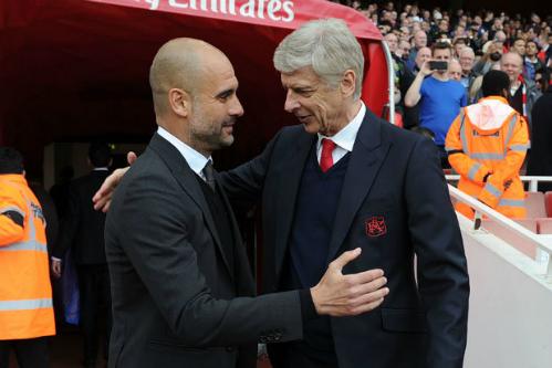 Guardiola và Wenger trong một trận đấu tại sân Emirates. Ảnh: AFP.
