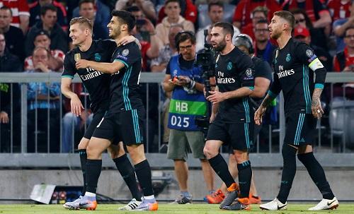 Ramos (phải) và đồng đội có lợi thế lớn trước lượt về tại Bernabeu. Ảnh: Reuters.