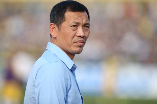 HLV Đức Thắng cho rằng cầu thủ TP HCM đá triệt hạ sau khi bị dẫn bàn.