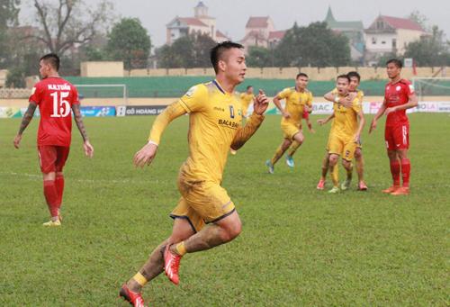 Chưa đầy một tháng, SLNA đánh bại TP HCM hai lần ở V-League và Cup Quốc gia cùng với tỷ số 2-0.