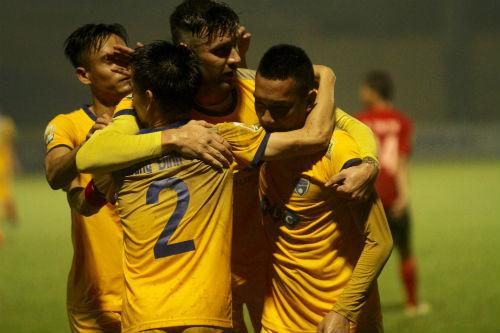 Thanh Hoá giành chiến thắng nhọc nhằn trước đối thủ đang chơi ở hạng Nhất.