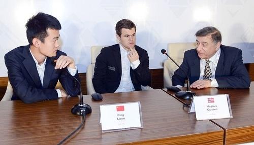 Đinh Lập Nhân (trái) vươn lên hạng năm thế giới với Elo 2.791. Ảnh: Shamkir.