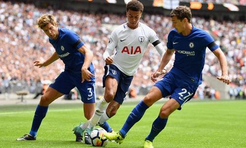 Tottenham hoặc Chelsea có thể mất suất dự Champions League nếu cùng lọt vào top bốn. Ảnh: Reuters.