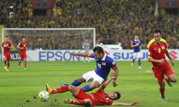 Việt Nam (đỏ) có nhiều kỷ niệm vui buồn với Malaysia. Ảnh: Lâm Thỏa.