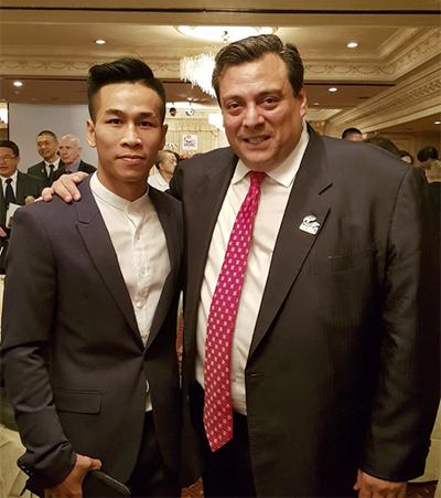 Được gặp gỡ với chủ tịch WBC thế giới là điều mà tay đấm sinh năm 1992 chưa bao giời nghĩ tới.
