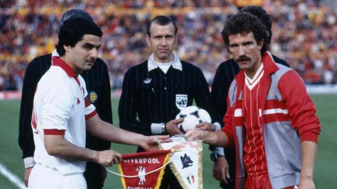 Liverpool toàn thắng năm trận chung kết khi đối thủ mặc áo trắng