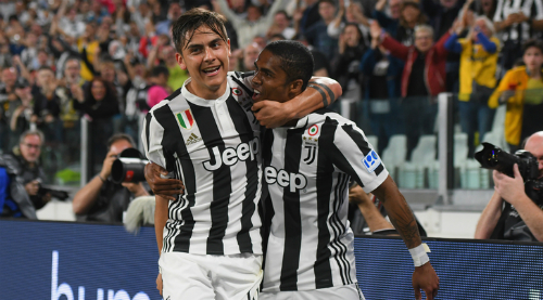 Juventus chỉ còn cách chức vô địch một chiến thắng. Ảnh: Tuttosport.