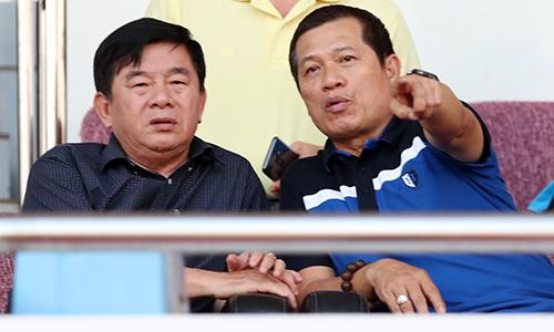 Ông Dương Văn Hiền (phải) không được Vpf mời làm nhiệm vụ giám sát. Ảnh: Đức Đồng.